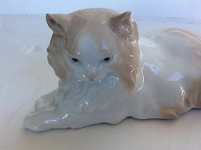 Nao By Lladro Figurine ' Angora Cat Laying Down