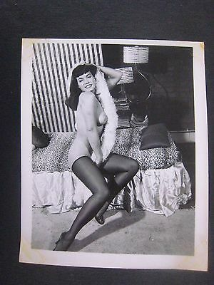ORIG. 1950S 5X4 PINUP PHOTO..# 55-8..BUSTY..NUDE,RISQUE...Bettie Page..