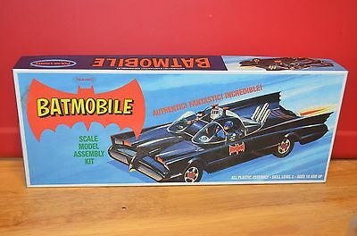 2010 Polar Lights BATMOBILE Scale Model Assembly Kit Skill Level 2 Unwrapped NEW