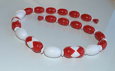 vintage unsigned Avon chunky rich red & white plastic resin graduated necklace
