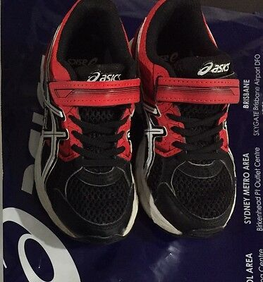 Boys Asics Kids Runners shoes Size 11