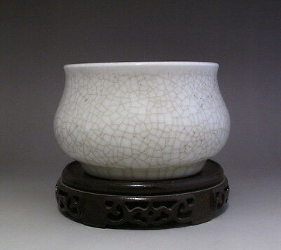 Old Chinese White Glaze Crackle Porcelain Brush Washer H162