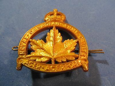 WW2 Canadian Royal Canadian Army Cadets Cap Badge (Plastic)