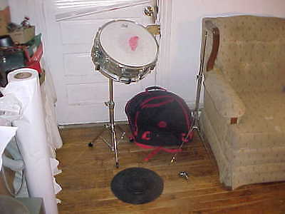 """Ludwig 14 1/2"""" x 6"""" Steel Snare Drum w/ Stand & Key"""