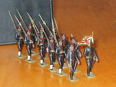 Mignot Japanese Infantry with Flag and Officer toy soldiers