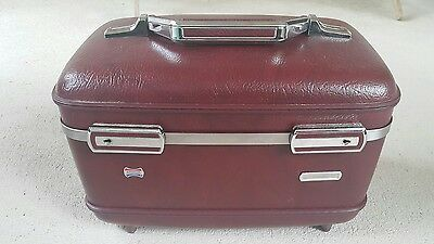 Vintage American Tourister Train Case /Mirror ( no tray no keys) Burgandy