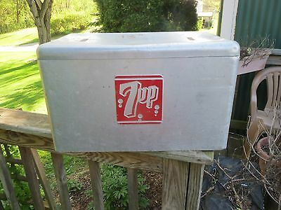 Vintage Aluminum Cooler 7 - UP Very nice condition