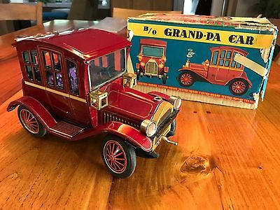 Vintage Grand-Pa Car Tin Battery Operated ROSKO - WORKS