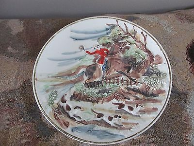 """Vintage 3D English Horse & Rider with 3 Dogs 8"""" Ceramic Plate #399"""