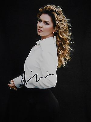 Shania Twain  8x10 auto photo in Excellent Condition