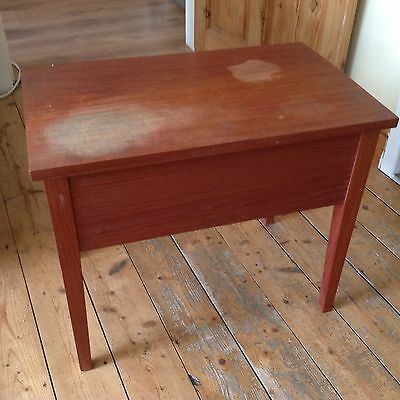 SMALL VINTAGE OCCASIONAL SIDE TABLE With Hinged Lid