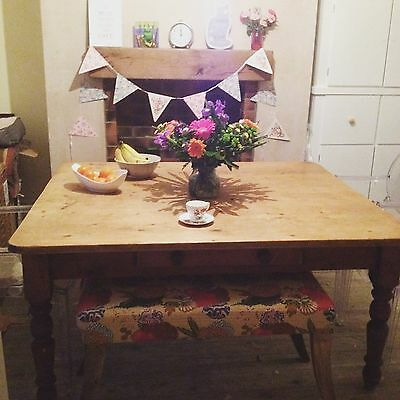 Solid wood antique farmhouse kitchen dining table 5ft x 4ft