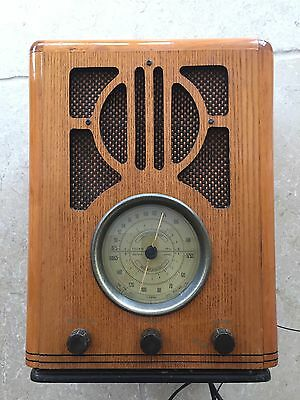 Old fashioned Reproduction Styled Radio & Cassette Player in Wooden Case