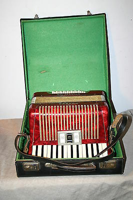 Hohner Student IVM Accordion - 32 Bass Keys - Excellent Condition