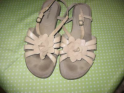 "Comfortable ""Bare Traps"" beige leather sandals, size 10, wedge heel, soft sole"