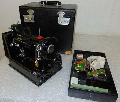 Singer  Vintage Antique Radio Classic Sewing Machine Made In Great Britain