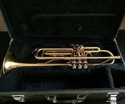 Yamaha YTR 2335  Gold Lacquered Trumpet with Original Yamaha Case/Made in Japan