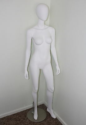 Female egg head shop mannequin in  matt