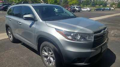 2015 Toyota Highlander LE Plus Toyota Highlander LE Plus 2015 Silver Sky color 8 seater with 10,900 Miles