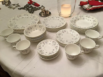 WEDGWOOD  6 assiettes Ø170 mm APRIL FLOWERS - Comme neuf Bone China Made England