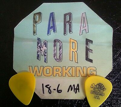 PARAMORE 2017 Tour BACKSTAGE Working PASS + 2 STAGE USED Plectrums Picks 18/6/17