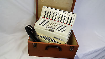 Buttstadt Piano Accordion ~ 3/5 Reeds  ~ 80 Bass ~ Compact Size ~ Large Keys
