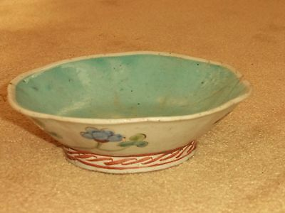STUNNING ANTIQUE 19th C CHINESE FAMILLE ROSE FOOTED SERVING BOWL WITH ROOSTER