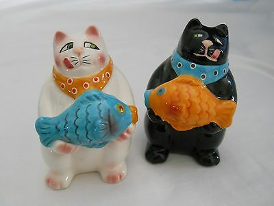 White & Black Cats Salt & Pepper Shakers, Holding Fish, Licking Lips~Cute!