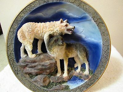 """Wolves - Suanti Galleries """"WOLFLAND COLLECTION"""" 3D PLATE 8"""""""