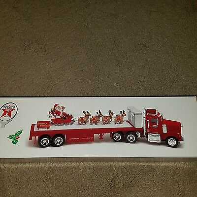 2000 Texaco Holiday Collector's series SANTA FLATBED, MINT condition toy truck