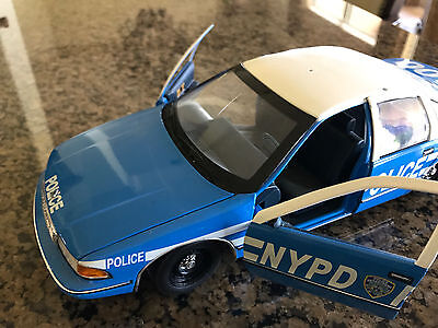 Lot of 2 1/18 scale UT Police Cars (NYPD &  LAPD) Project cars
