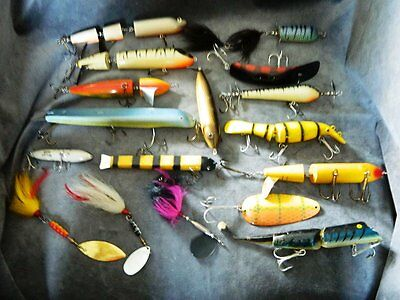 Larger lot of Musky lures - 17 in all- great mix ready to fish