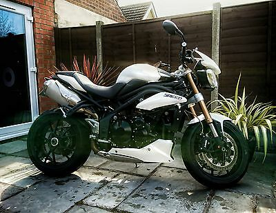 Triumph 1050 Speed Triple . SUPER LOW MILES