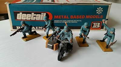 BRITAINS DEETAIL - GERMAN COMBINATION MOTORCYCLE & 4 INFANTRY  ( 1st Issue )