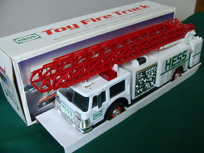 1989 Hess Toy Fire Truck Bank w/Emergency Flasher Dual Sound Head Lights
