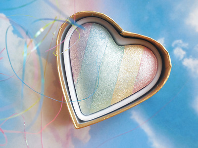 "I Heart Makeup ""Unicorns Heart"" Compact Rainbow Highlighter Shimmer"