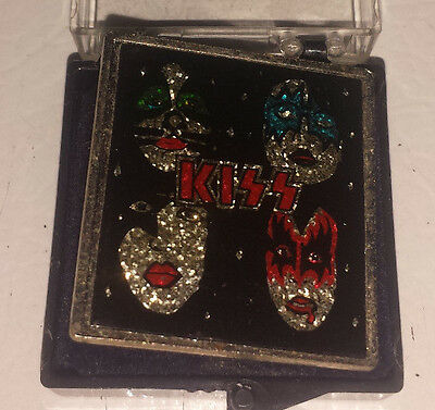 Kiss: dynasty metal & glass pin 80's
