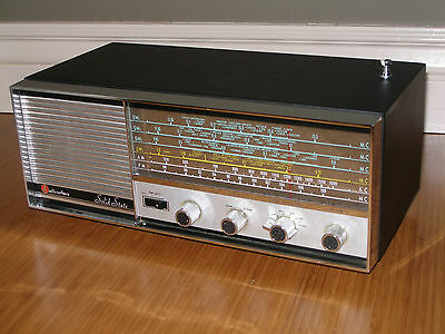 Hallicrafters S-214 AM/FM Broadcast & Shortwave Receiver - Great Condition