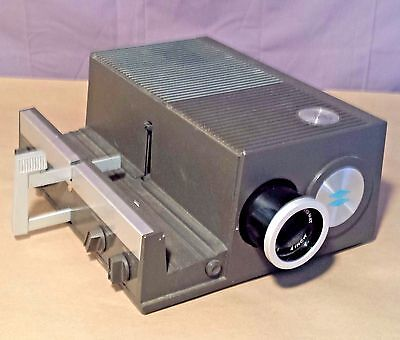 VINTAGE SAWYER'S MODEL 550R SLIDE PROJECTOR with Corded Remote Working