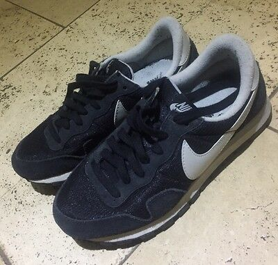 Black Nike Air Trainers Size 5.5 (39)