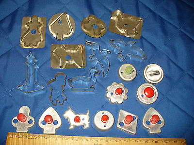 LOT OF 20 VINTAGE Metal COOKIE CUTTERS BISCUIT 8 Red Wood Handle 1 Green & More