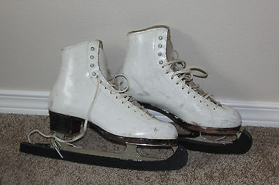 Riedell Royalv Womens figure ice skates, SIZE 7, used