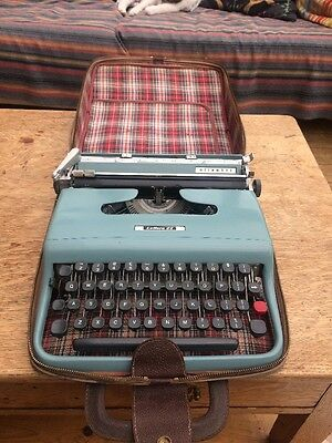 Retro  Deluxe Manual Portable Typewriter-Working-Very Good Condition