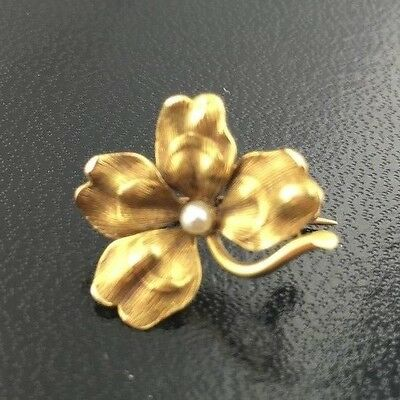 Lady's vintage 14k yellow gold 4 leaf clover pin with pearl accent