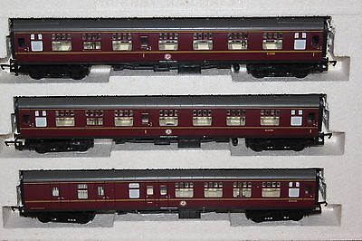 Hornby Made In Great Britain Rake Of 3 Br Mk1 Coaches Ex R.2032 Train Pack