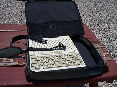 APPLE IIC  IIC+  CARRYING CASE LUGGAGE  $25.00 + SHIPPING   Excellent condition.