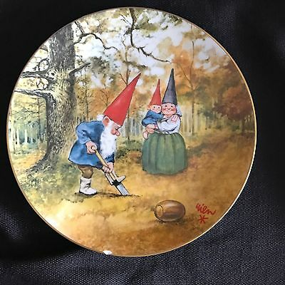 """Legends of the Gnomes Rien Poortvliet Porcelain Plate """"BIRTHDAY PLANTING"""""""