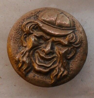 "WOW 11/16"" Man Hat Smiling Brass Antique Button 492:2"