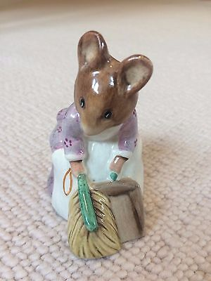 Beswick Beatrix Potter Hunca Munca Sweeping BP3b