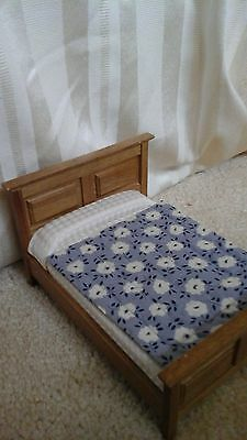 1:12 Scale Dolls House Quilted Bed Cover